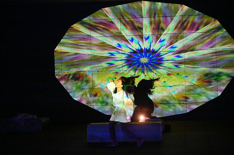 科技與藝術并存的舞動——《萬華舞影》